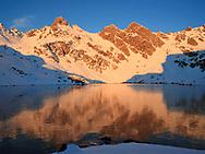 Lago Bersau helado, Valle d'Ossau, Pyrénées-Atlantiques