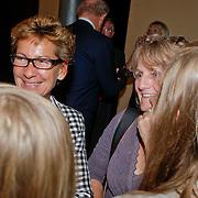 NLD/Amsterdam/20110929 - Presentatie biografie Mies Bouwman, Janine van den Ende - Klijburg in gesprek met dochter en kleinkinderen Mies en Leen Timp
