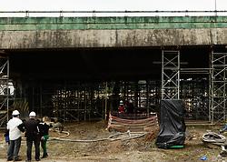 November 20, 2018 - SãO Paulo, Brazil - SÃO PAULO, SP - 20.11.2018: TRABALHO DE ESCORAMENTO CONTINUA NA PONTE - After 5 days that the bridge at Marginal Pinheiros has subsided, the shoring work continues on Tuesday (20), with no prediction of a solution to the problem. (Credit Image: © Aloisio Mauricio/Fotoarena via ZUMA Press)