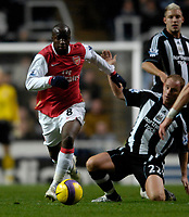 Photo: Jed Wee/Sportsbeat Images.<br /> Newcastle United v Arsenal. The FA Barclays Premiership. 05/12/2007.<br /> <br /> Arsenal's Lassana Diarra (L) with Newcastle's Nicky Butt.