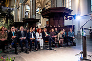Koning Willem Alexander onthult gedenksteen voor Multatuli - Eduard Douwes Dekker, in de Nieuwe kerk, Amsterdam als onderdeel het Multatuli-jaar<br /> <br /> op de foto: Elsbeth Etty, koning Willem-Alexander en Cathelijne Broers