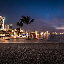 A Nova Marginal de Luanda (Avenida 4 de Fevereito) ao final do dia.
