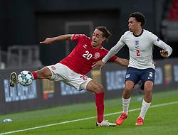 Yussuf Poulsen (Danmark) og Trent Alexander-Arnold (England) under UEFA Nations League kampen mellem Danmark og England den 8. september 2020 i Parken, København (Foto: Claus Birch).