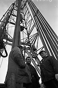 02/02/1963<br /> 02/02/1963<br /> 02 February 1963<br /> Ambassador Oil drilling site, Glengevlin, Dowra, Co. Cavan. A word with Texan Calvin Galyew (centre), Drilling Superintendant and Charlie Pickering, Driller from Oaklahoma U.S.A... (original caption)