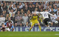 02.10.2010, White Hart Lane, London, ENG, PL, West Ham vs Fulham, im Bild This is the moment Rafael van der vaart(R) strikes the ball past Brad Friedel of Aston Villa(L) and scores making it 2-1. EXPA Pictures © 2010, PhotoCredit: EXPA/ IPS/ Daniel Cawthorne +++++ ATTENTION - OUT OF ENGLAND/UK +++++