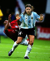 Fotball<br /> Foto: Colorsport/Digitalsport<br /> NORWAY ONLY<br /> <br /> Football :  England v Argentina. The World Cup. Group F. Sapporo, Japan, 07/06/2002.<br /> <br /> Mauricio Pochettino (Argentina)<br /> Trevor Sinclair - England (behind)