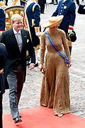 Prinsjesdag 2013 Koning Willem-Alexander en koningin Máxima komen aan bij de Ridderzaal op het Binnenhof.<br /> <br /> Budget Day 2013 King Willem-Alexander and Máxima Queen arrive at the Great Hall of the Binnenhof.