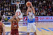 DESCRIZIONE : Campionato 2015/16 Serie A Beko Dinamo Banco di Sardegna Sassari - Umana Reyer Venezia<br /> GIOCATORE : Lorenzo D'Ercole<br /> CATEGORIA : Tiro<br /> SQUADRA : Dinamo Banco di Sardegna Sassari<br /> EVENTO : LegaBasket Serie A Beko 2015/2016<br /> GARA : Dinamo Banco di Sardegna Sassari - Umana Reyer Venezia<br /> DATA : 01/11/2015<br /> SPORT : Pallacanestro <br /> AUTORE : Agenzia Ciamillo-Castoria/L.Canu