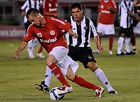 20091122: BELO HORIZONTE, BRAZIL - Atletico-MG vs Internacional Porto Alegre: Brazilian League 2009. In picture: Andres D'Alessandro (Internacional) and Ricardinho (Atletico-MG). PHOTO: CITYFILES