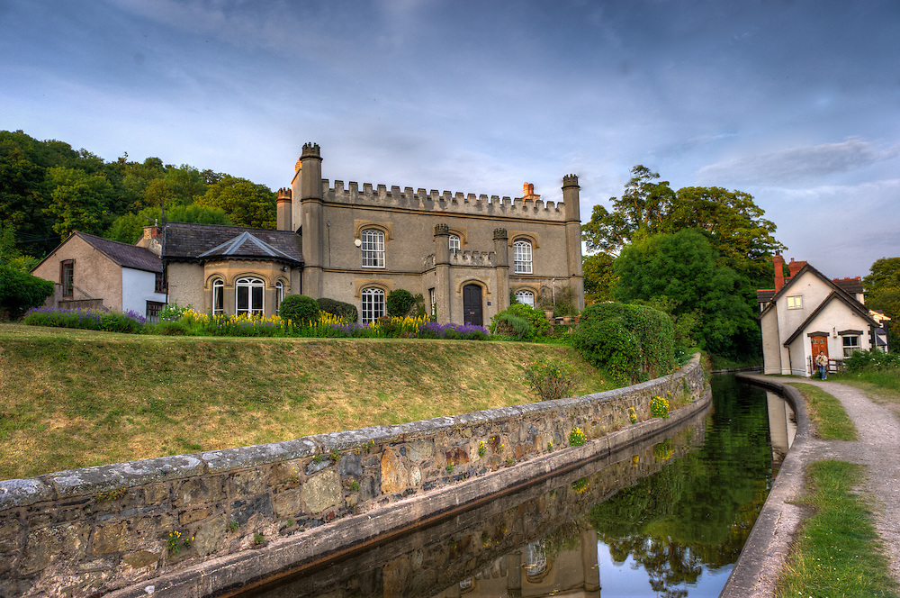 Small castle on the Llangollen canal