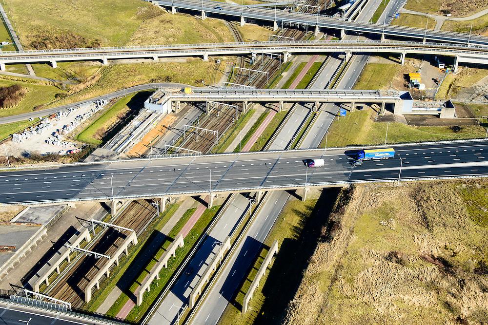 Nederland, Zuid-Holland, Rotterdam, 18-02-2015. A15 en knooppunt Benelux. Infrastructuur bundel, kruising Betuweroute en A15, metro en leidingenviaduct.<br /> Motorway A15 junction, connecting Port of Rotterdam with hinterland. Freight railway, subway, pipe overpass<br /> luchtfoto (toeslag op standard tarieven);<br /> aerial photo (additional fee required);<br /> copyright foto/photo Siebe Swart