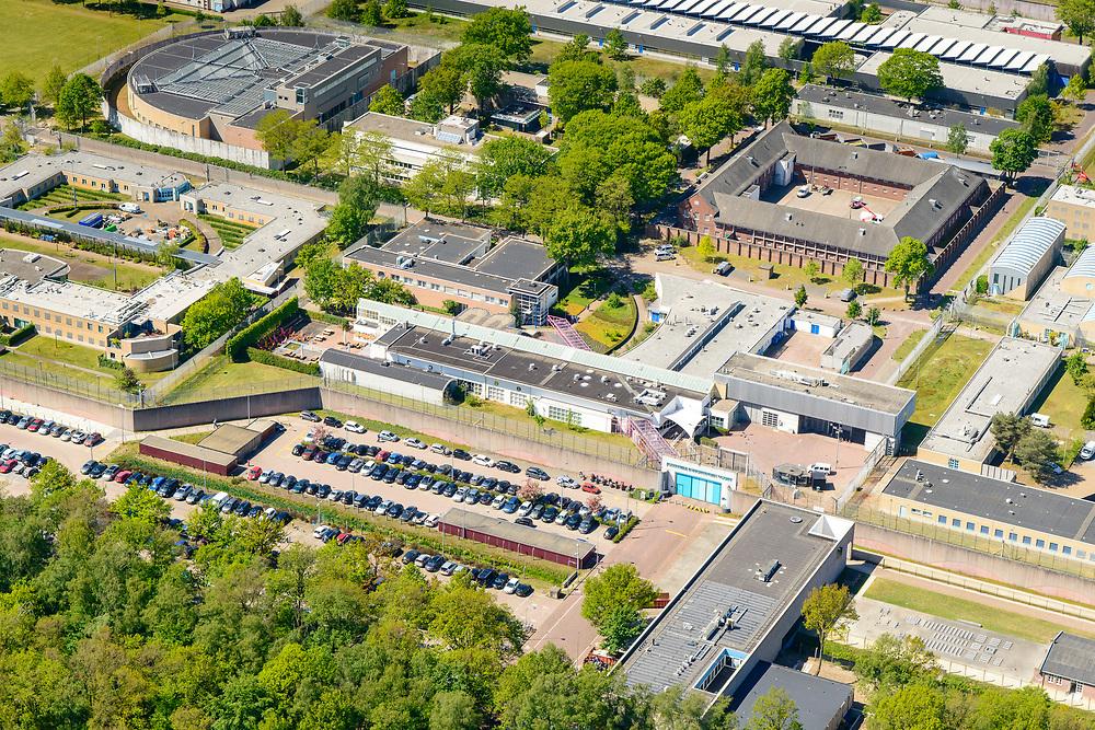Nederland, Noord-Brabant, Vught, 13-05-2019; PI Vught - Penitiaire Inrichting Vught, overzicht, het complex huisvest onder andere de gevangenis, Huis van Bewaring (HvB) en Extra beveiligde inrichting (EBI), links boven, half rond gebouw. Verder op het terrein Inrichting voor Stelselmatige Daders (ISD), , Terroristen Afdeling (TA), Beheersproblematische Gedetineerden (BPG), Langdurige Forensische Psychiatrische Zorg (LFPZ), Zeer intensieve Specialistische Zorg (ZISZ) als een Penitentiair Psychiatrisch Centrum (PPC).<br /> Prison complex Vught.