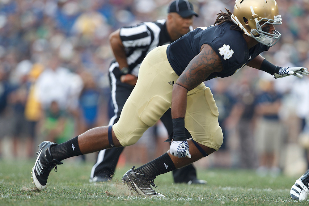 Notre Dame outside linebacker Ishaq Williams (#1) in action during NCAA football game between Notre Dame and South Florida.  The South Florida Bulls defeated the Notre Dame Fighting Irish 23-20 in game at Notre Dame Stadium in South Bend, Indiana.