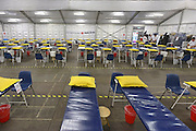 Nederland, Nijmegen, 13-7-2014 De tent van het Rode Kruis met stretchers en prikatributen waar vanaf dinsdag 4daagselopers hun blaren kunnen laten prikken, of met andere medische klachten terecht kunnen. Foto: Flip Franssen/Hollandse Hoogte