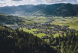 THEMENBILD - Blick auf den Tourismusort Kaprun, aufgenommen am 01. Juni 2020 in Kaprun, Österreich // View of the tourist village Kaprun, Kaprun, Austria on 2020/06/01. EXPA Pictures © 2020, PhotoCredit: EXPA/ JFK