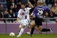 Fotball<br /> Frankrike 2004/05<br /> Istres v Lyon<br /> 23. oktober 2004<br /> Foto: Digitalsport<br /> NORWAY ONLY<br /> PIERRE ALAIN FRAU (LYON) / LAURENT COURTOIS (IST)