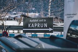 """THEMENBILD - ein Schild mit der Aufschrift """"Ausfahrt exit to Kaprun"""", aufgenommen am 13. Februar 2021 in Zell am See, Oesterreich // a sign with the inscription """"Exit exit to Kaprun"""".in Zell am See, Austria on 2021/02/13. EXPA Pictures © 2021, PhotoCredit: EXPA/Stefanie Oberhauser"""