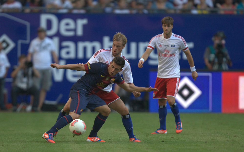 Fussball: International Friendly, 125 years, Hamburger SV - FC Barcelona 1:2, Hamburg, 24.07.2012<br /> Maximilian Beister (Hamburger SV, r.)<br /> © Torsten Helmke