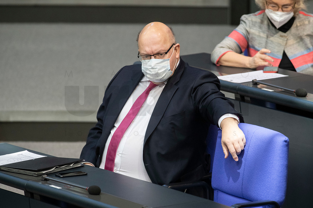 05 MAR 2021, BERLIN/GERMANY:<br /> Peter Altmaier, CDU, Bundeswirtschaftsminister, waehrend der Debatte zum Internationalen Frauentag; Plenum, Reichstagsgebaeude, Deutscher Bundestag<br /> IMAGE: 20210305-01-046<br /> KEYWORDS: Maske, Mundschutz, Covid-19, Corona