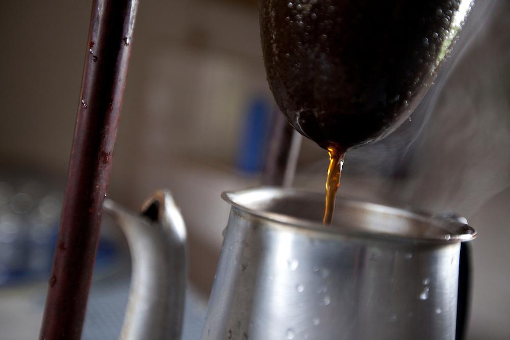 Carmo do Cajuru_MG, Brasil...Detalhe de cafe sendo feito com coador de pano...Detail of cofee was produces by cloth filter...Foto: LEO DRUMOND / NITRO