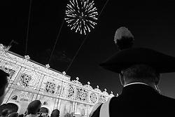 Un carabiniere che assiste allo spettacolo pirotecnico in onore della Madonna del Carmine a Mesagne (Br).Come ogni anno il 15, 16 e 17 di luglio si festeggia la Vergine in quanto protettrice del paese per aver salvato la popolazione da un terribile terremoto avvenuto nel 1700 circa.