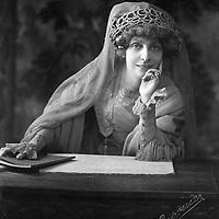 """Myriam Harry, femme de lettres francaise, elle recoit pour la premiere fois le Prix Femina en 1904 pour son livre """"La conquete de Jerusalem""""   ---   Myriam Harry, woman of letters, received for the first time, the literary prize in 1904 for """"the conquest of Jerusalem""""<br /> <br /> Copyright Rue Des Archives/Writer Pictures<br /> <br /> NO FRANCE, NO AGENCY SALES"""