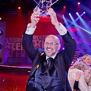 NLD/Hilversum/20100910 - Finale Holland's got Talent 2010, Martin Hurkens en de gewonnen trofee