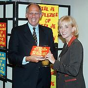 Presentatie VIE Nieuwspoort, minister Hans Dijkstal en Berdien Stenberg met de CD