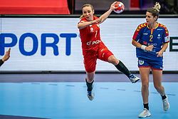 Aneta Labuda of Poland, Elena Nicoleta Dinca of Romania in action during the Women's EHF Euro 2020 match between Poland and Romania at Sydbank Arena on december 05, 2020 in Kolding, Denmark (Photo by RHF Agency/Ronald Hoogendoorn)