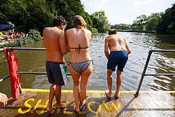 © Licensed to London News Pictures. 13/09/2016. London, UK. People swim in Hampstead Heath Mixed Bathing Pond in north London as temperatures hit 30C in London on Tuesday, 13 September 2016. Photo credit: Tolga Akmen/LNP