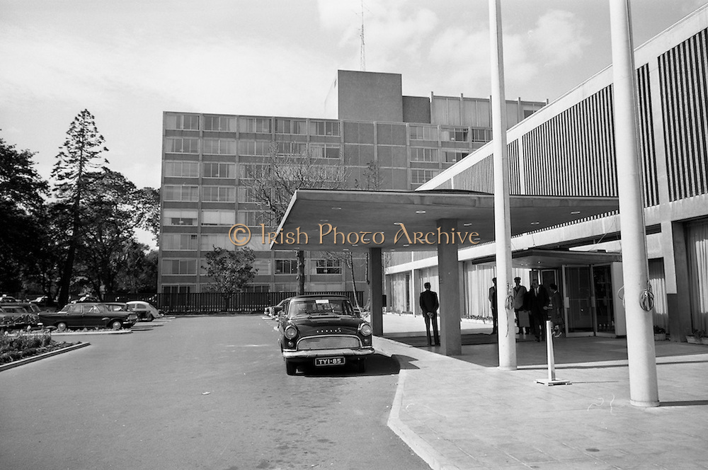 28/7/1964<br /> 7/28/1964<br /> 28 July 1964<br /> <br /> Exterior view of Intercontinental Hotel<br /> Ford Consul car
