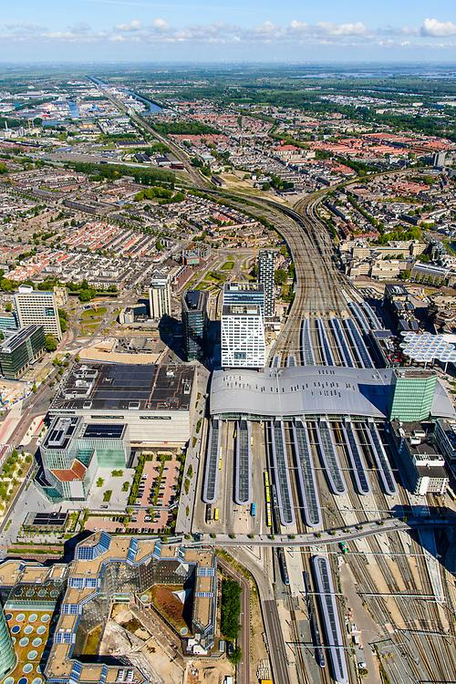 Nederland, Utrecht, Utrecht, 13-05-2019; overzicht Station Utrecht Centraal met onder andere Stadskantoor Gemeente Utrecht. <br /> Utrecht Central Station and surroundings.<br /> <br /> luchtfoto (toeslag op standard tarieven);<br /> aerial photo (additional fee required);<br /> copyright foto/photo Siebe Swart