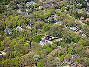 Nederland, Noord-Holland, Bergen, 07-05-2021; centrum van Bergen met aan de Hoflaan Museum Kranenburgh.<br /> <br /> luchtfoto (toeslag op standaard tarieven);<br /> aerial photo (additional fee required)<br /> copyright © 2021 foto/photo Siebe Swart