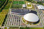 Nederland, Gelderland, Apeldoorn, 29-05-2019; de ronde koepel van Omnisport Apeldoorn, multifunctioneel en overdekt sportcomplex. Naast het complex winkelcentrum, huisvest onder andere MediMarkt, Decatlon.<br /> Omnisport Apeldoorn, multifunctional and indoor sports complex.<br /> <br /> luchtfoto (toeslag op standard tarieven);<br /> aerial photo (additional fee required);<br /> copyright foto/photo Siebe Swart