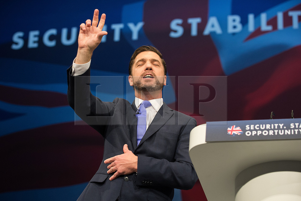 © Licensed to London News Pictures . 07/10/2015 . Manchester , UK . STEPHEN CRABB speaks to the conference . The Conservative Party Conference at the Manchester Central Convention Centre . Photo credit : Joel Goodman/LNP