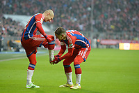 Fotball <br /> Tyskland<br /> 14.02.2015<br /> Foto: Witters/Digitalsport<br /> NORWAY ONLY<br /> <br /> 4:0 Jubel v.l. Torschuetze Arjen Robben, Bastian Schweinsteiger (Bayern)<br /> <br /> Fussball Bundesliga, FC Bayern München - Hamburger SV