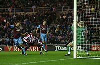 Photo: Andrew Unwin.<br />Sunderland v Aston Villa. The Barclays Premiership.<br />19/11/2005.<br />Aston Villa's Kevin Phillips (L) heads home his team's first goal.