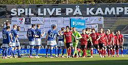 Corona-hilsen mellem spillerne før kampen i 3F Superligaen mellem Lyngby Boldklub og FC København den 1. juni 2020 på Lyngby Stadion (Foto: Claus Birch).