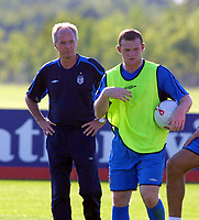 Fotball<br /> England<br /> Wayne Rooney<br /> Foto: Colorsport/Digitalsport<br /> NORWAY ONLY<br /> <br /> Sven Göran Eriksson and Wayne Rooney (Eng). England training session @ Arsenal's training ground. 31/8/2005