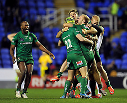 Shane Geraghty of London Irish celebrates with his team after landing the match-winning drop goal in the final play - Photo mandatory by-line: Patrick Khachfe/JMP - Mobile: 07966 386802 11/01/2015 - SPORT - RUGBY UNION - Reading - Madejski Stadium - London Irish v Exeter Chiefs - Aviva Premiership