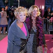 NLD/Amsterdam/20080929 - Pink Ribbon gala 2008, Ria Bremer en vriendin