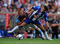 Fotball<br /> England<br /> Foto: Fotosports/Digitalsport<br /> NORWAY ONLY<br /> <br /> Jordi Gomez<br /> Wigan Athletic 2009/10<br /> Steve Sidwell Aston Villa<br /> Aston Villa V Wigan Athletic (0-2) 15/08/09<br /> The Premier League