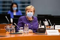 02 DEZ 2020, BERLIN/GERMANY:<br /> Angela Merkel, CDU, Bundeskanzlerin, mit Mund-Nase-Maske, vor Beginn einer Kebinettsitzung, Internationaler Konferenzsaal, Bundeskanzleramt<br /> IMAGE: 20201202-01-020<br /> KEYWORDS: Sitzung, Kabinett, Atemmaske, Maske, Corvid-19, Corona, Pandemie