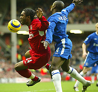 Fotball<br /> Premier League England 2004/2005<br /> Foto: SBI/Digitalsport<br /> NORWAY ONLY<br /> <br /> Liverpool v Chelsea<br /> FA Barclays Premiership, Anfield, 01/01/05<br /> <br /> Liverpool's Florent Sinama Pongolle is challenged by Chelsea's Claude Makelele