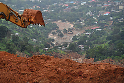 (170818) -- FREETOWN, Aug. 18, 2017 (Xinhua) -- Digging machine is seen to clear the site of the mudslides in Freetown, capital of?Sierra Leone, on Aug. 18, 2017. The UN Office for the Coordination of Humanitarian Affairs (OCHA) on Friday said that more than 400 people had lost their lives in the mudslides that had occurred on Aug. 14 and that several hundred people were still missing, meaning that the death toll could still increase. (Xinhua/Chen Cheng) (Photo by Xinhua/Sipa USA)