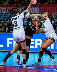08-12-2019 JAP: Netherlands - Germany, Kumamoto<br /> First match Main Round Group1 at 24th IHF Women's Handball World Championship, Netherlands lost the first match against Germany with 23-25. / Kelly Dulfer #18 of Netherlands, Julia Behnke #13 of Germany, Alicia Stolle #17 of Germany