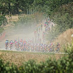 12-09-2020: Wielrennen: Giro Rosa: Arcidosso<br /> Peloton in Toscaans Landschap