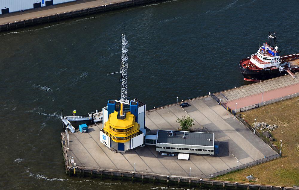 Nederland, Zuid-Holland, Rotterdam, 23-05-2011;.Walradar aan de Lekstraat..Shore-to-ship radar...luchtfoto (toeslag), aerial photo (additional fee required).copyright foto/photo Siebe Swart