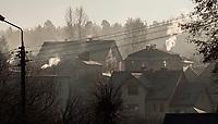 Suprasl woj podlaskie, 31.12.2015 n/z zadymienie uzdrowiskowego miasteczka spowodowane przez masowe uzywanie piecow opalanych drewnem i weglem fot Michal Kosc / AGENCJA WSCHOD