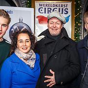 NLD/Amsterdam/20171221 - Premiere 33e Wereldkerstcircus, Carel Kraayenhof, partner Thirza Lourens en kinderen Kim en Jelle